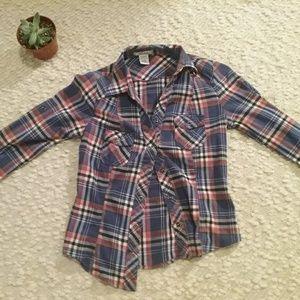 A cute button up shirt